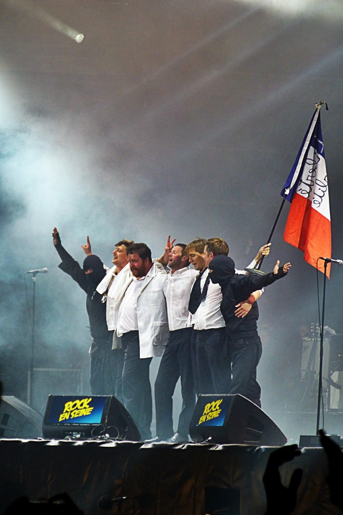 The Hives music band with french flag on stage Rock en Seine festival France Blog United States of Paris blog