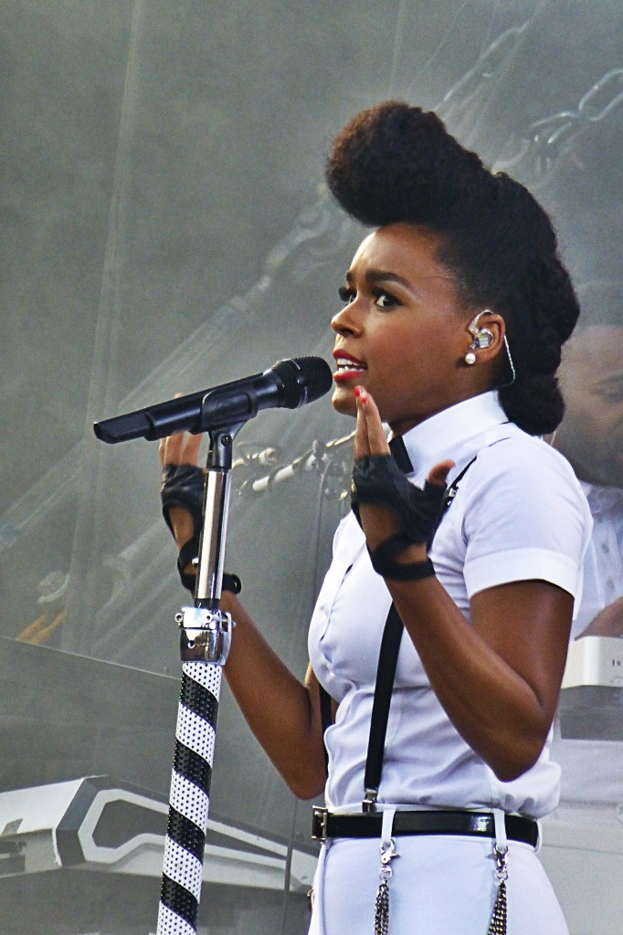 Janell Monae concert Paris Rock en Seine Festival France music live show photo by United States of Paris