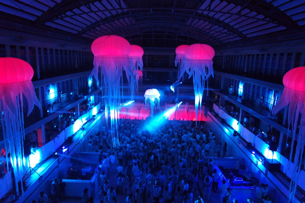 Soirée-The-Underwater-2-les-mystères-des-fonds-marins-by-Agence-Wato-We-are-the-Oracle-événement-clubbing-nuit-Piscine-Pailleron-photo-by-United-States-of-Paris